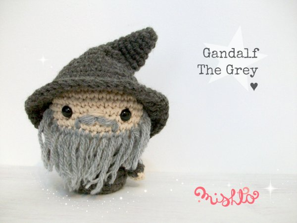 Mini Gandalf - Patrón en PDF - Universo Cora King